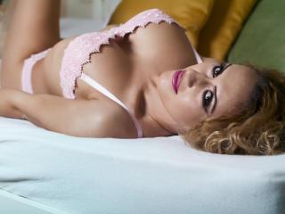 AmyRides模特的性感個人頭像,邀請您觀看熱辣勁爆的實時攝像表演!