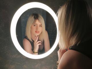 AnabelleGreen模特的性感個人頭像,邀請您觀看熱辣勁爆的實時攝像表演!