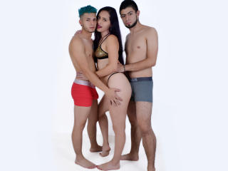 GroupFantastic模特的性感個人頭像,邀請您觀看熱辣勁爆的實時攝像表演!