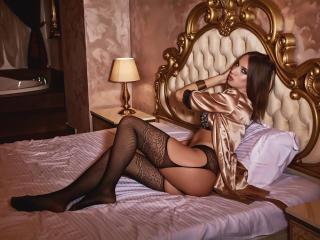 LaraParker模特的性感個人頭像,邀請您觀看熱辣勁爆的實時攝像表演!