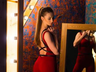 Фото секси-профайла модели PartyWithMe, веб-камера которой снимает очень горячие шоу в режиме реального времени!
