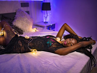 QueenLysse模特的性感個人頭像,邀請您觀看熱辣勁爆的實時攝像表演!