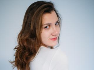 TyliaFlower模特的性感個人頭像,邀請您觀看熱辣勁爆的實時攝像表演!