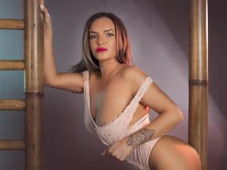 JolieKarisa - 在XloveCam?欣赏性爱视频和热辣性感表演