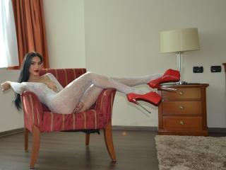 MariaFontaine - Cam x avec cette Sublime demoiselle en chaleur au sexe complètement épilé