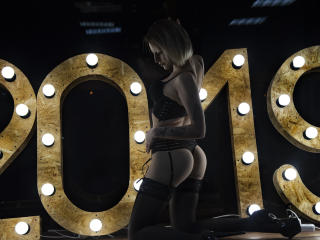 LilyAlison - 在XloveCam?欣赏性爱视频和热辣性感表演