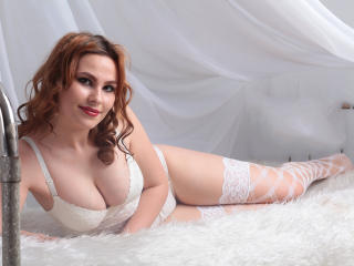 LannyHotDoll chat striptease