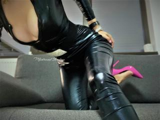 MistressOfShadow live webcam