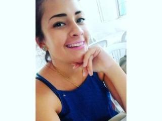 Foto de perfil sexy de la modelo AlejitaNudes69, ¡disfruta de un show webcam muy caliente!