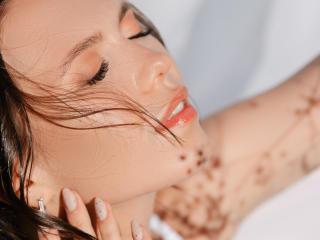 Model AmandaVi'in seksi profil resmi, çok ateşli bir canlı webcam yayını sizi bekliyor!