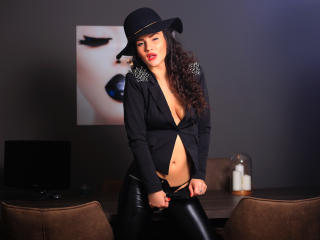Photo de profil sexy du modèle AvaTwisted, pour un live show webcam très hot !