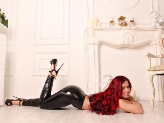 Picture of the sexy profile of DazzlingAlice, for a very hot webcam live show !