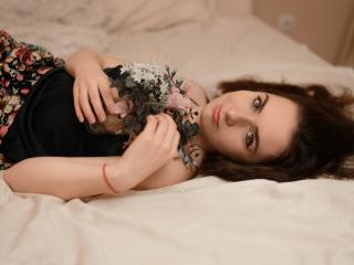 Model DerinaFlower'in seksi profil resmi, çok ateşli bir canlı webcam yayını sizi bekliyor!