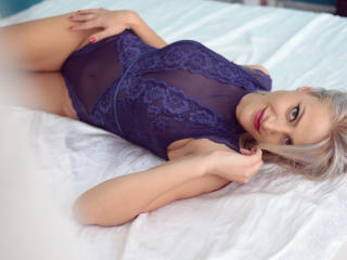 Photo de profil sexy du modèle DollyLaryne, pour un live show webcam très hot !