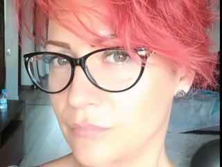 Фото секси-профайла модели EllenShy, веб-камера которой снимает очень горячие шоу в режиме реального времени!
