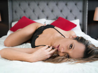 Photo de profil sexy du modèle EvaMilers, pour un live show webcam très hot !