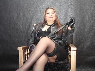 Hình ảnh đại diện sexy của người mẫu EvaQueenX để phục vụ một show webcam trực tuyến vô cùng nóng bỏng!