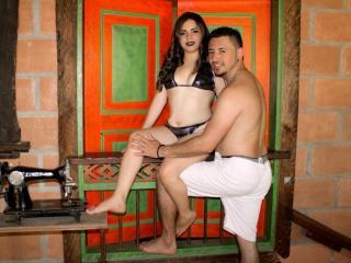 Velmi sexy fotografie sexy profilu modelky HillaryXMiguel pro live show s webovou kamerou!