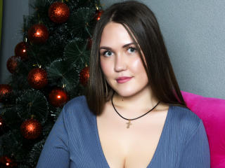 Picture of the sexy profile of HonestlyIva, for a very hot webcam live show !