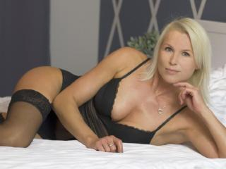 Picture of the sexy profile of HotSexyNiki, for a very hot webcam live show !