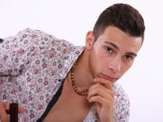 Picture of the sexy profile of HottyAndrew, for a very hot webcam live show !