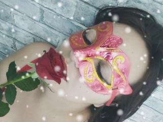 Model JenniferTheChic'in seksi profil resmi, ?ok ate?li bir canl? webcam yay?n? sizi bekliyor!