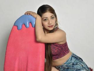 Фото секси-профайла модели JolieKinsley, веб-камера которой снимает очень горячие шоу в режиме реального времени!