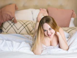 Фото секси-профайла модели JuicyLouise, веб-камера которой снимает очень горячие шоу в режиме реального времени!