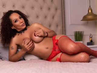 Фото секси-профайла модели KhazandraX, веб-камера которой снимает очень горячие шоу в режиме реального времени!