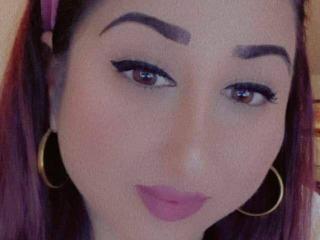 Velmi sexy fotografie sexy profilu modelky KinkyMyax pro live show s webovou kamerou!