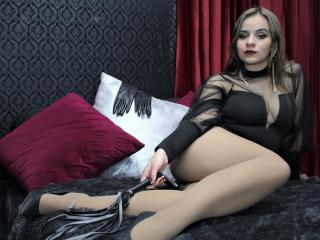 Velmi sexy fotografie sexy profilu modelky KiraSwitchPlay pro live show s webovou kamerou!