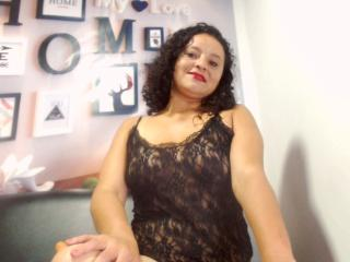 Photo de profil sexy du modèle LettyHot, pour un live show webcam très hot !
