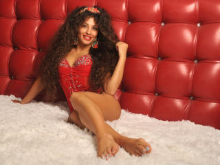 Photo de profil sexy du modèle LiyaShine, pour un live show webcam très hot !