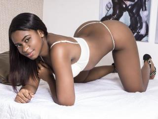 Фото секси-профайла модели MelanieRuiz, веб-камера которой снимает очень горячие шоу в режиме реального времени!
