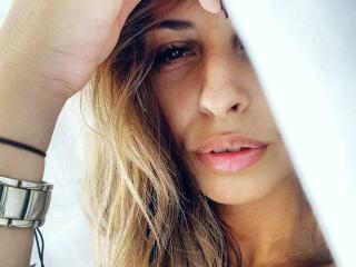 Hình ảnh đại diện sexy của người mẫu MoniqueFontaine để phục vụ một show webcam trực tuyến vô cùng nóng bỏng!