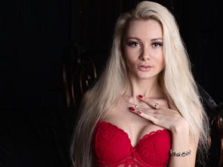 Фото секси-профайла модели SabrinaLil, веб-камера которой снимает очень горячие шоу в режиме реального времени!