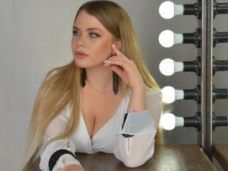 Picture of the sexy profile of ShiningFlower, for a very hot webcam live show !