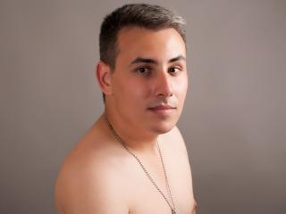 Picture of the sexy profile of SuaveAntonio, for a very hot webcam live show !