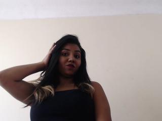 Photo de profil sexy du modèle Yulielitequee, pour un live show webcam très hot !