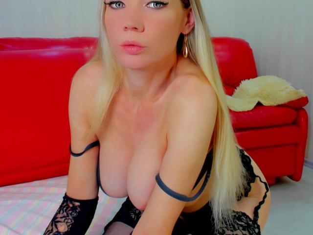 超ホットなウェブカムライブショーのためのチャットレディ、AngelikaLovesのセクシープロフィール写真