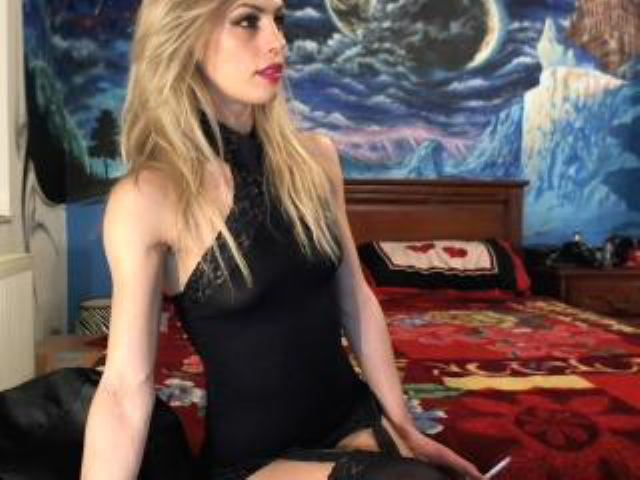 Picture of the sexy profile of BlondeForPasion, for a very hot webcam live show !
