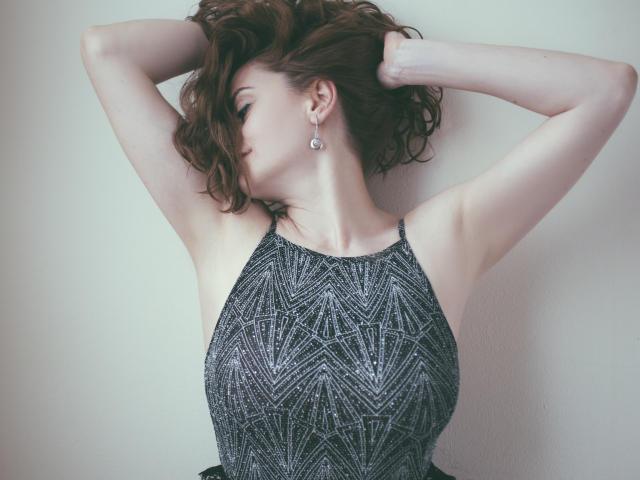 Model ChicEva'in seksi profil resmi, çok ateşli bir canlı webcam yayını sizi bekliyor!