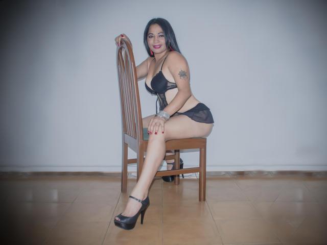 Photo de profil sexy du modèle CoralineSpicy, pour un live show webcam très hot !