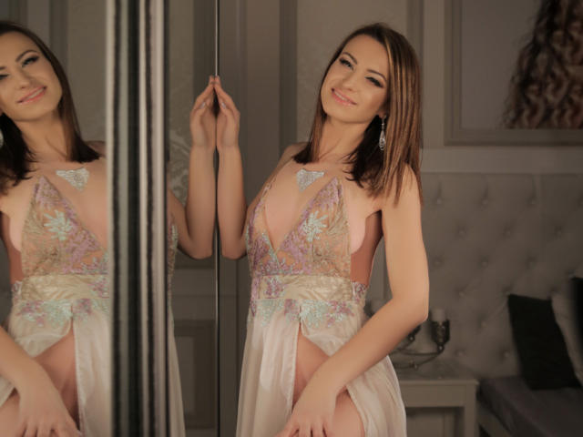 Hình ảnh đại diện sexy của người mẫu DianneRichards để phục vụ một show webcam trực tuyến vô cùng nóng bỏng!