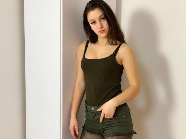 Hình ảnh đại diện sexy của người mẫu EneliTrue để phục vụ một show webcam trực tuyến vô cùng nóng bỏng!