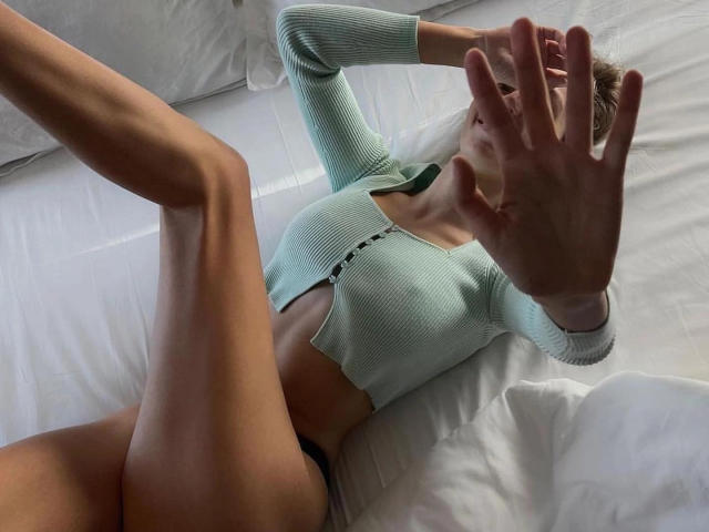 Photo de profil sexy du modèle HotEmilia, pour un live show webcam très hot !