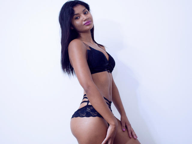 Photo de profil sexy du modèle KeilaCooper, pour un live show webcam très hot !