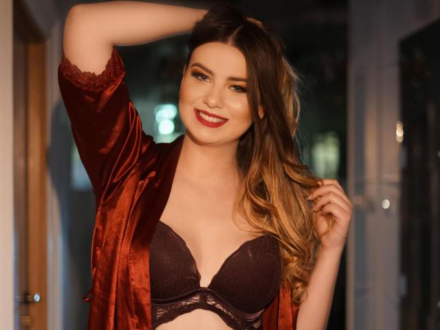 Model RoselyneVive'in seksi profil resmi, çok ateşli bir canlı webcam yayını sizi bekliyor!