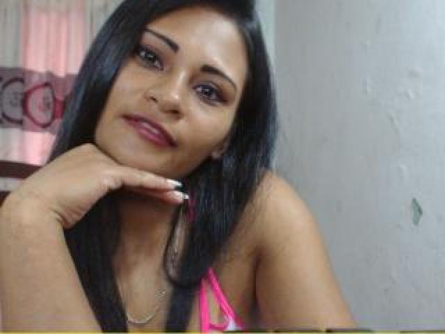 Hình ảnh đại diện sexy của người mẫu ShayraHotX để phục vụ một show webcam trực tuyến vô cùng nóng bỏng!
