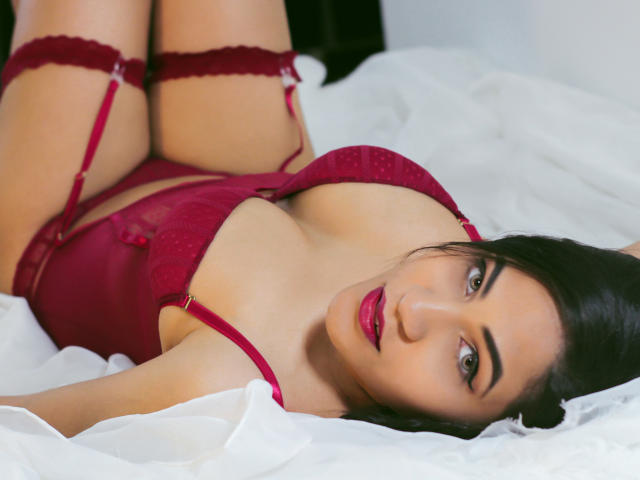 Photo de profil sexy du modèle ValennttinaBella, pour un live show webcam très hot !